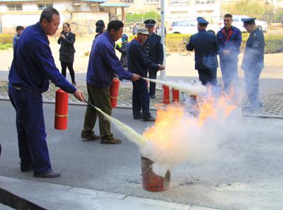 安全责任重于泰山——5230br88物业公司开展消防演练,为小区安全保驾护航